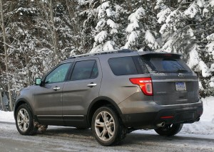 Ford Explorer, snowy