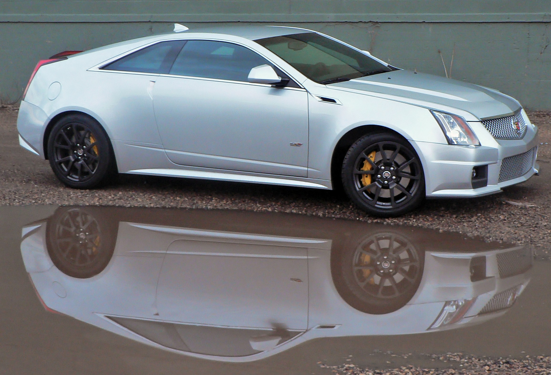 cadillac 39 s angular cts v coupe looks good live or in reflection. Cars Review. Best American Auto & Cars Review