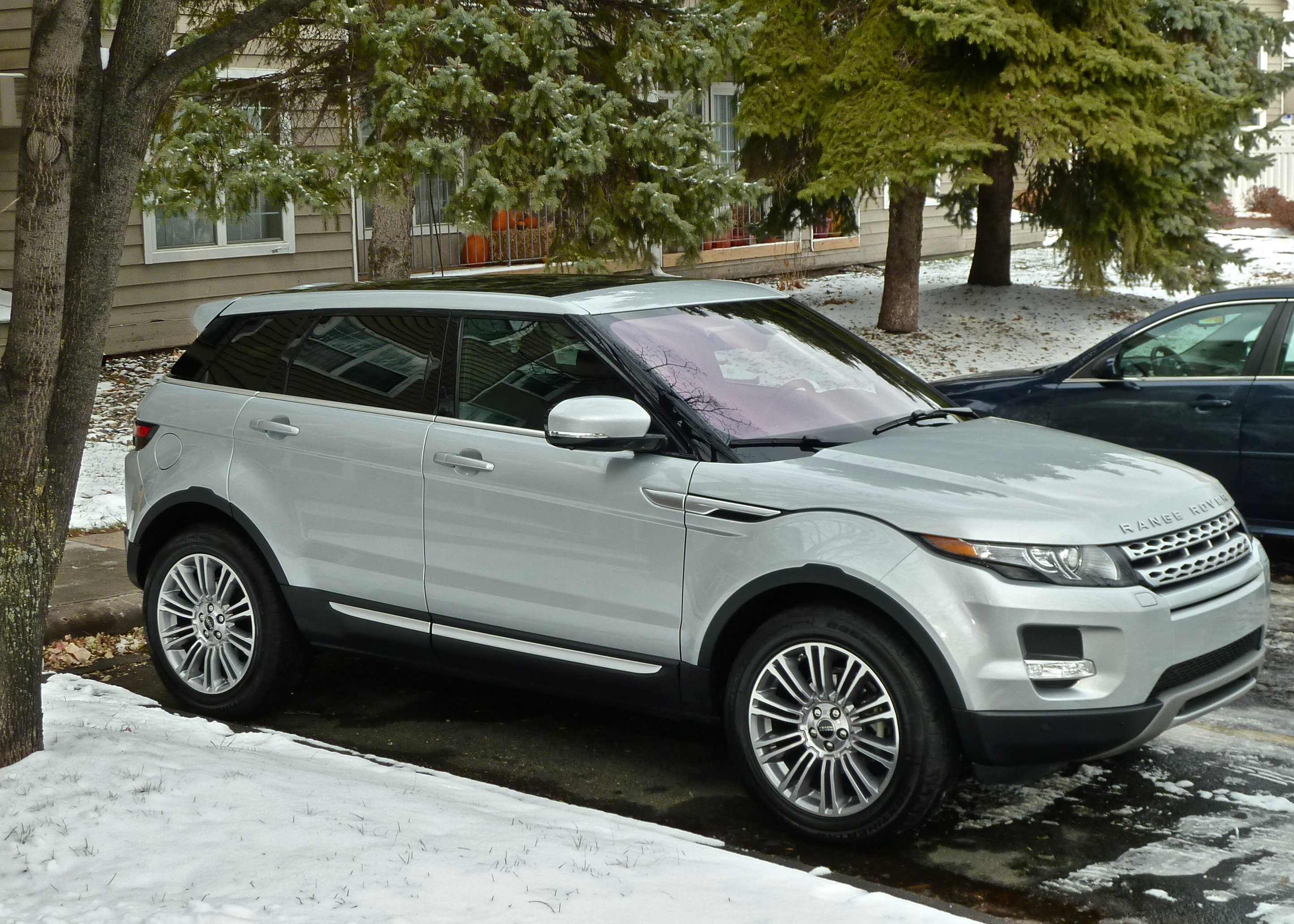 Evoque Drives Range Rover Into Future New Car Picks Transmissions The