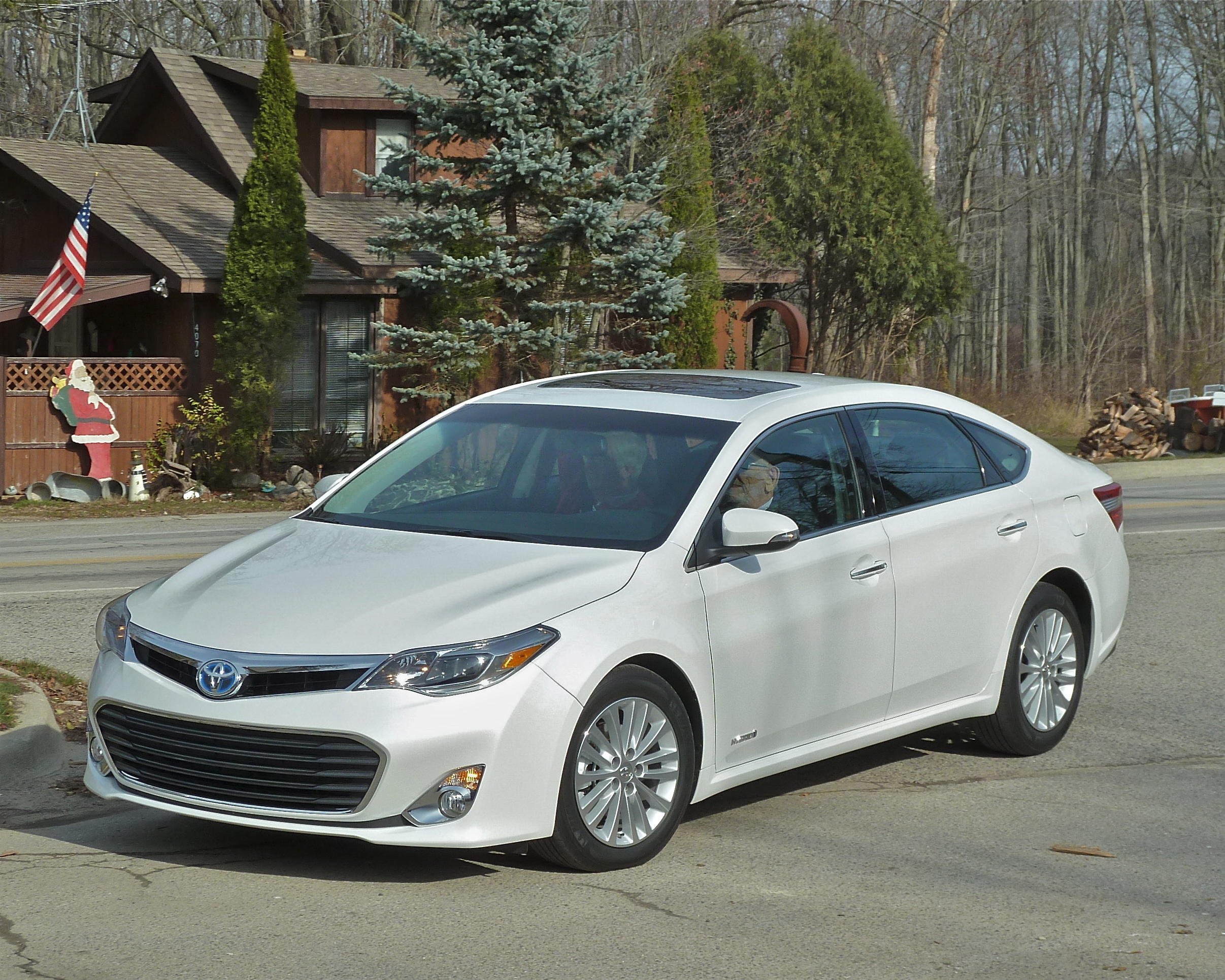 Avalon now All-American luxury/sport sedan : New Car Picks