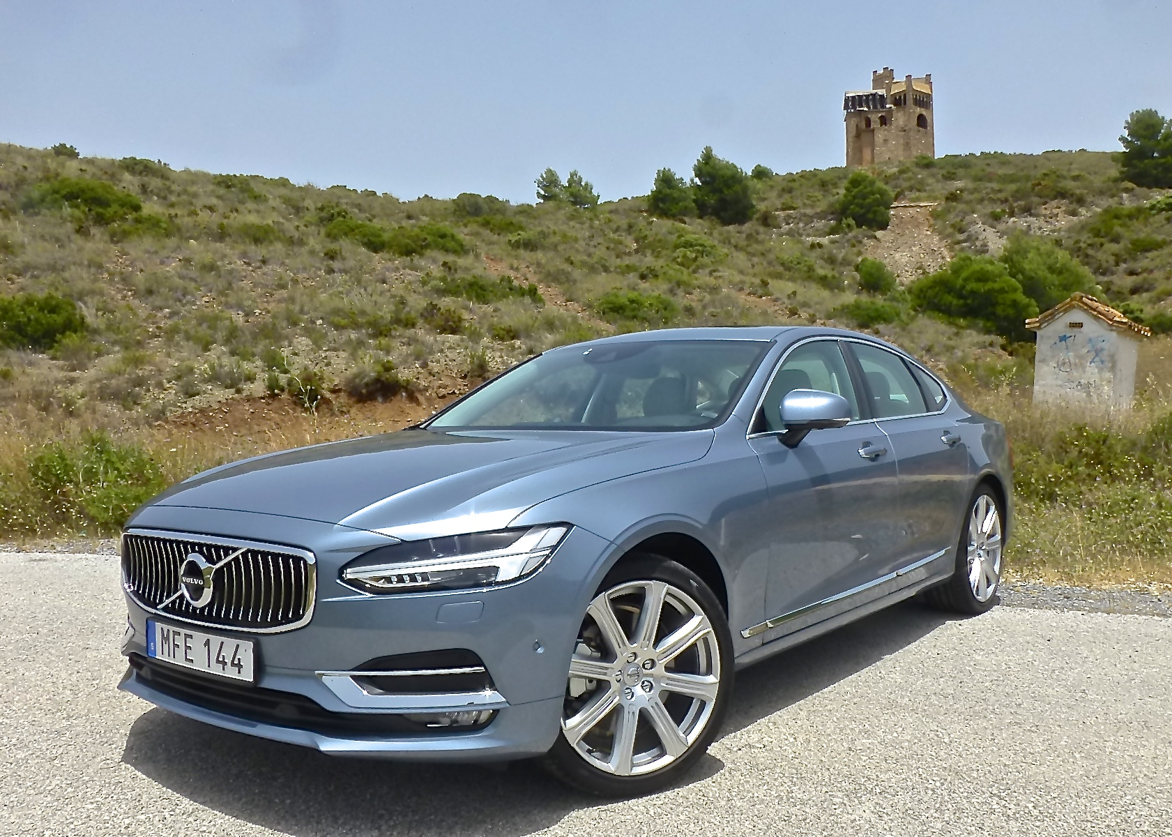 "The unique front, with its ""Thor's Hammer"" light, adorns the 2017 Volvo S90."