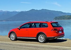 Volkswagen's Sportwagen still exists, but for 2017 it gains a more rugged off-road capable sibling, the Alltrack.