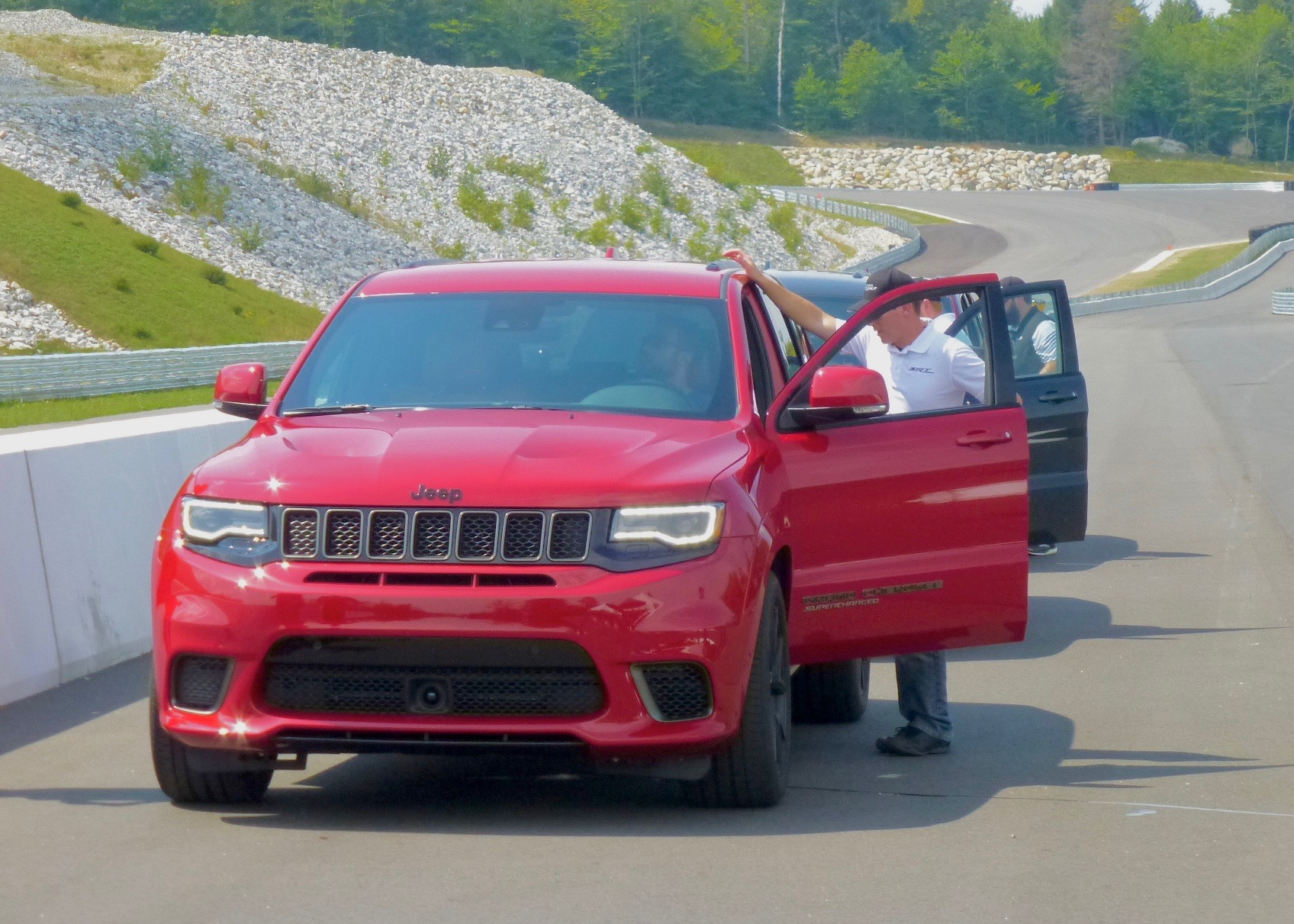 High-poiwered  dodge Hellcat  powrtrain finds spectacular home in Jeep Grand Cherokee for 2018.