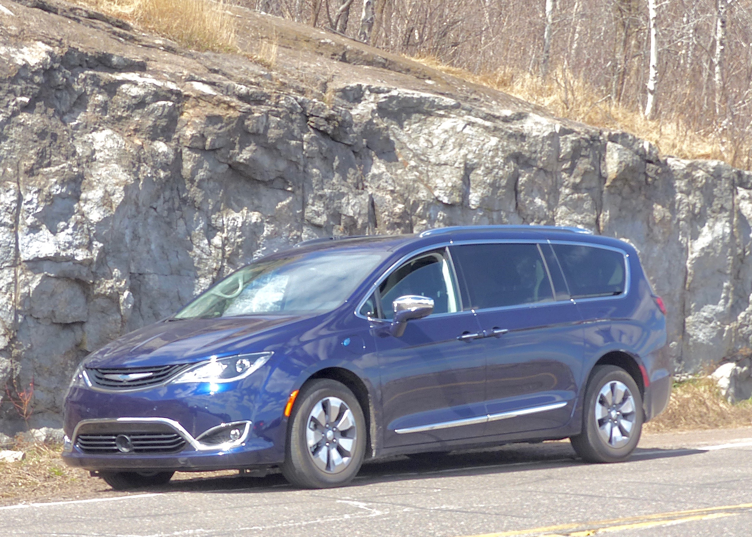 New Pacifica Hybrid Limited combines 3.6-liter V6 with electric hybrid power for smooth operation and high fuel economy.