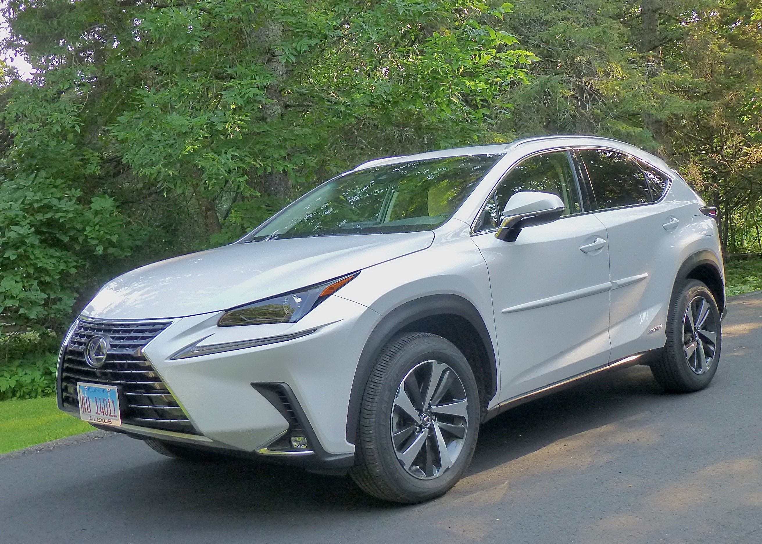 NX300h wears new Lexus signature styling well, adding sportiness.
