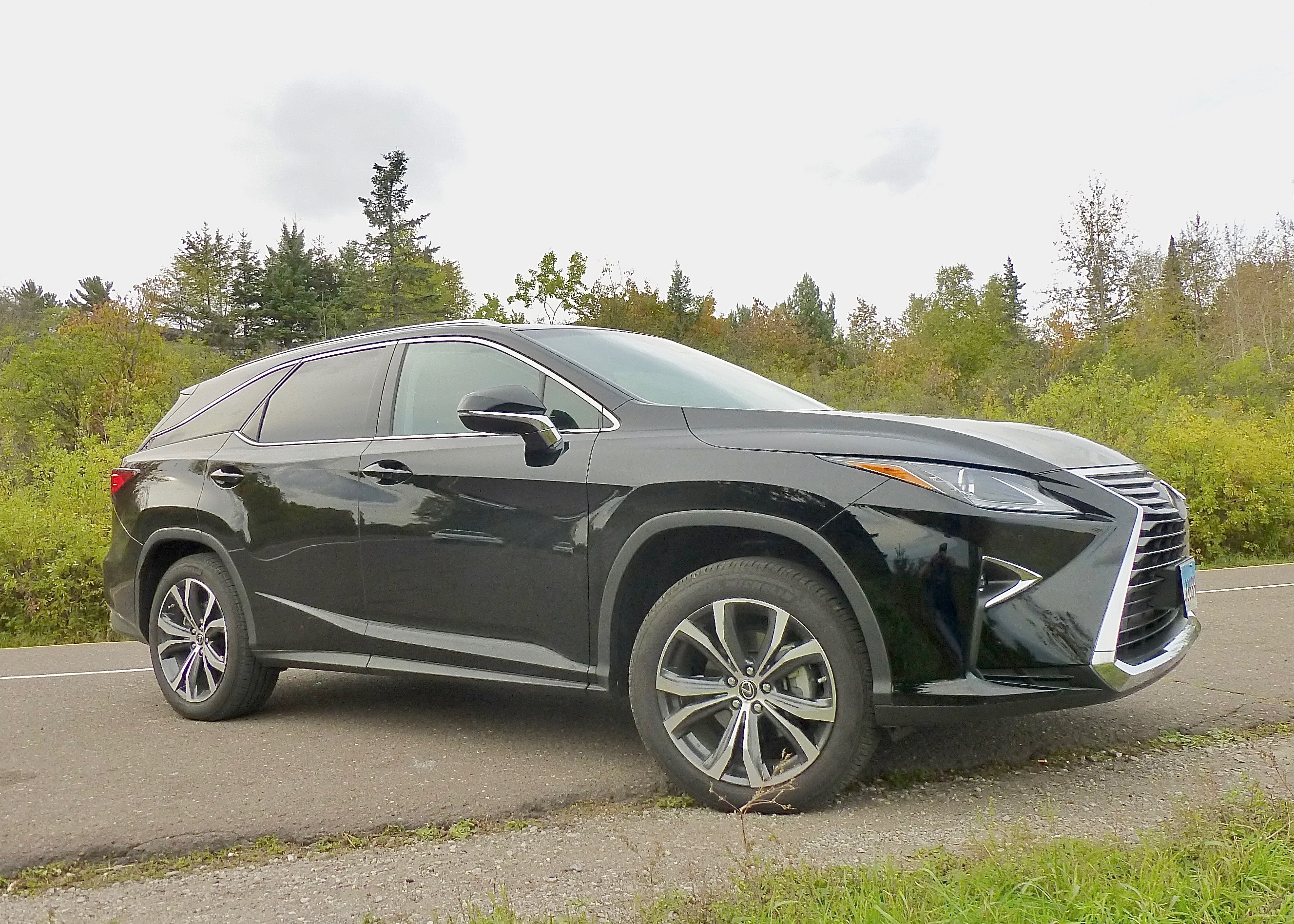 Comfort and classy features made the Lexus RX350-L a great long-distance ride, but beware of a stubborn nav system.