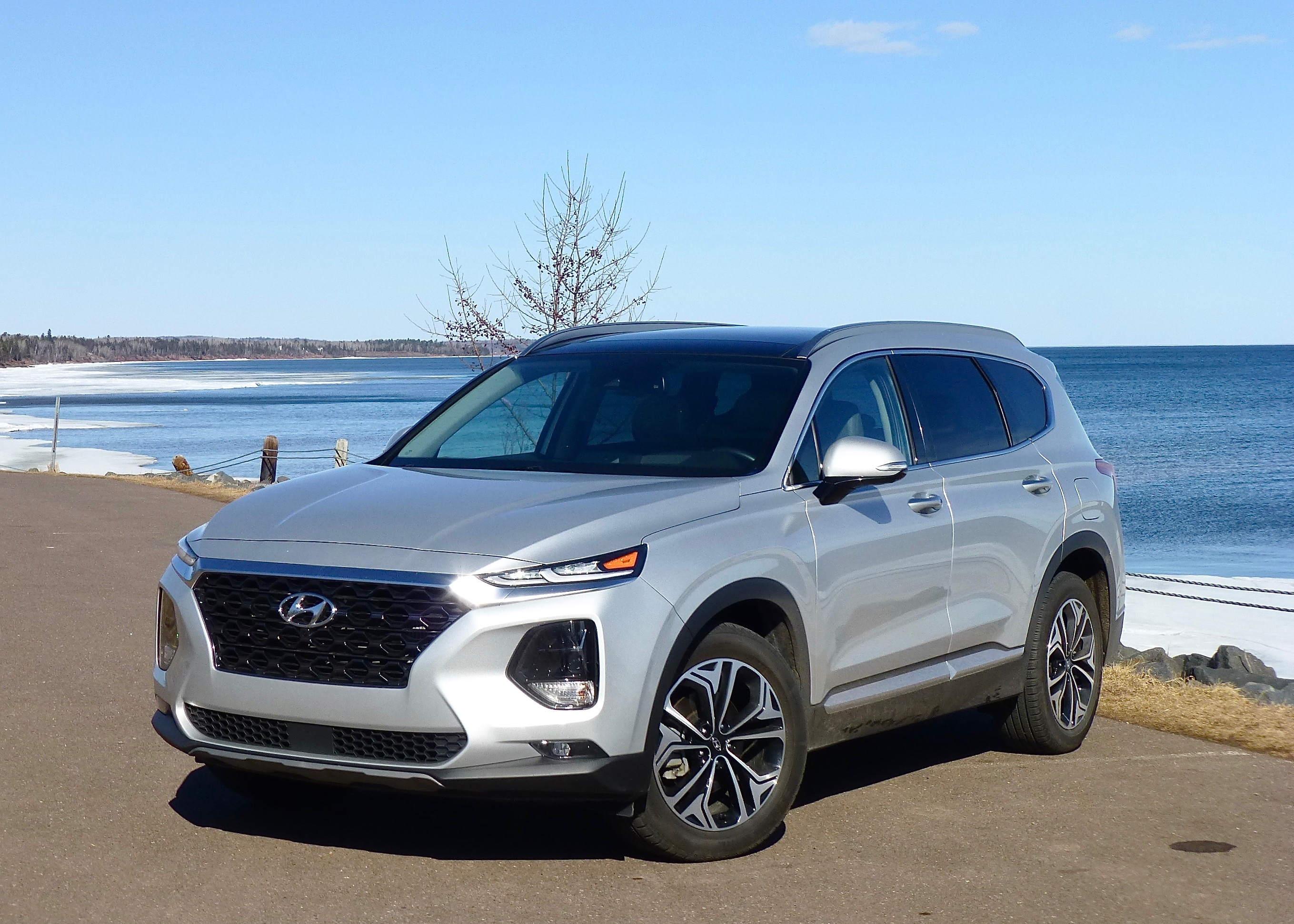 Stronger, stiffer platform underlines stylish new Hyundai Santa Fe and its bundle of technology.